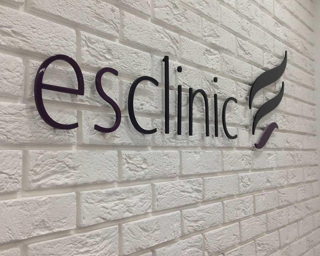 litery przestrzenne ESCLINIC